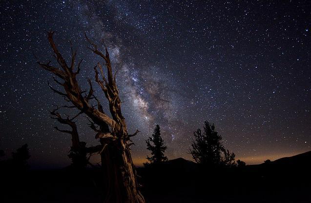 Sombras y luces de la materia. La materia oscura, Francisco Acuyo