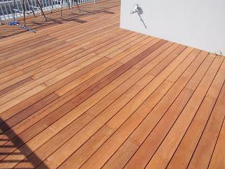 マンション屋上部分に使用したカンドーレウッドデッキの施工写真