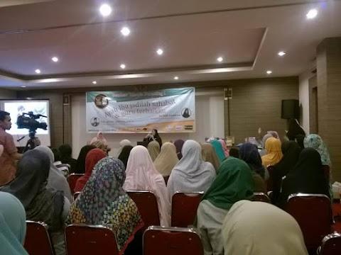 [Seminar Islamic Parenting bersama Teh Kiki Barkiah] Ibu, Guru Pertama dan Utama