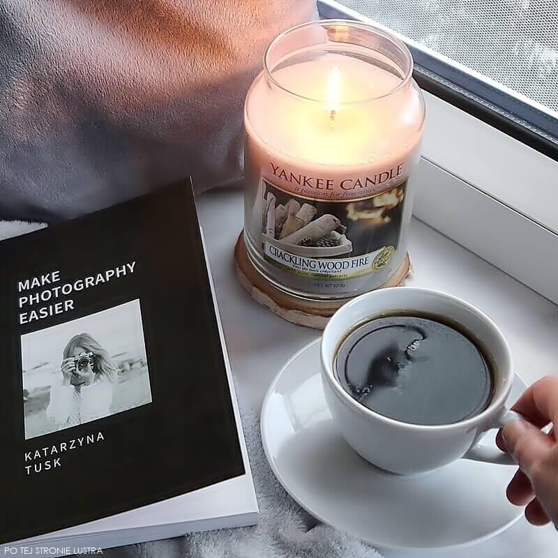 książka kasi tusk, kawa i świeca zapachowa