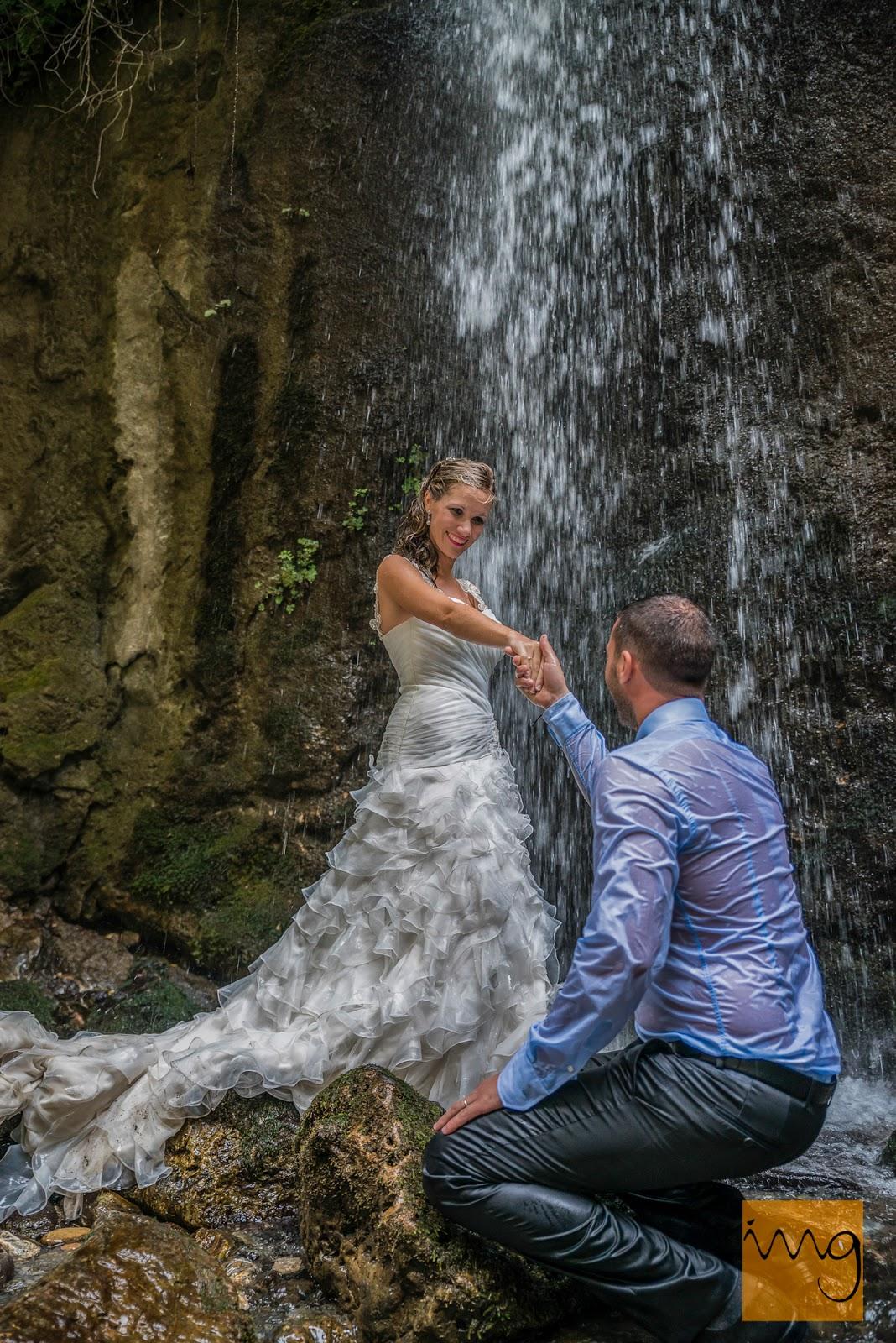 Fotografía de postboda en una cascada