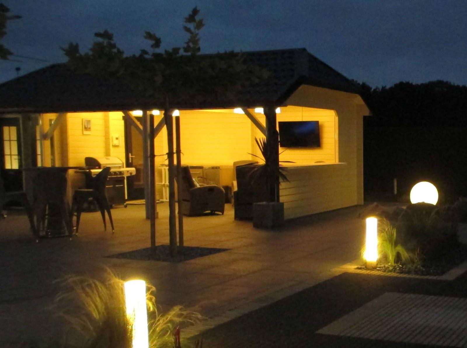 Verlichting van houten bijgebouwen en poolhouses   Modern Landelijke ...