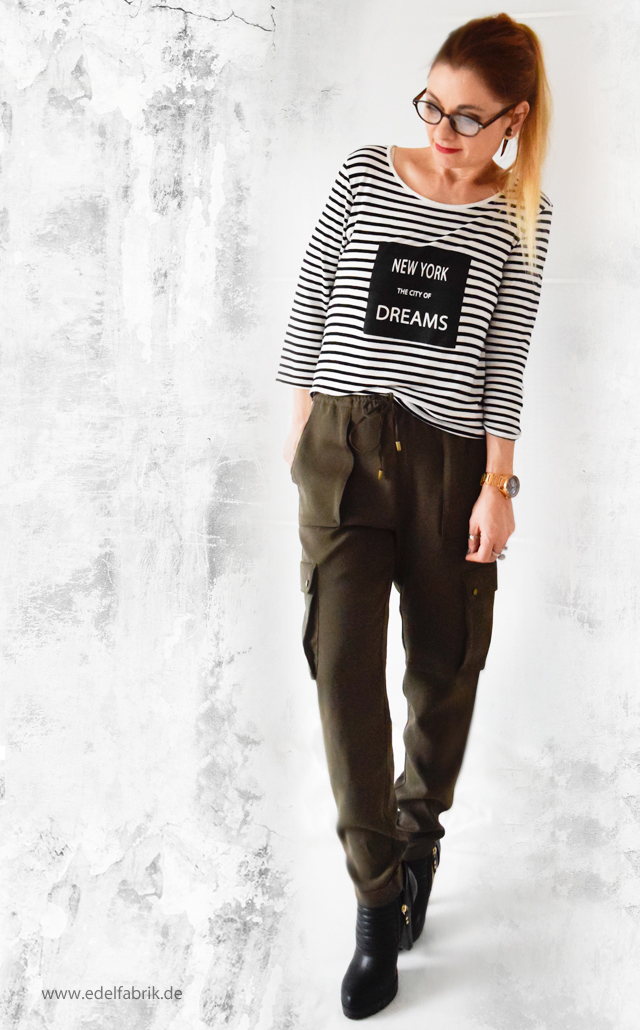 Olivgrüne Military Cargohose mit Streifenshirt, Outfit, die Edelfabrik
