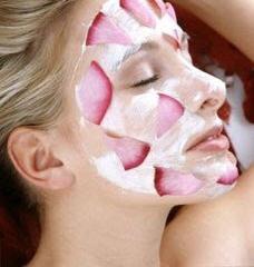 Mặt nạ dưỡng ẩm từ hoa hồng cho làn da cực mịn