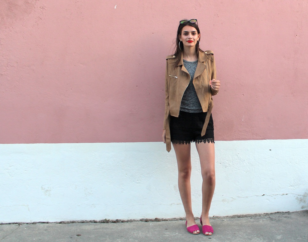 peexo fashion blogger wearing racer style and lace shorts and suede jacket