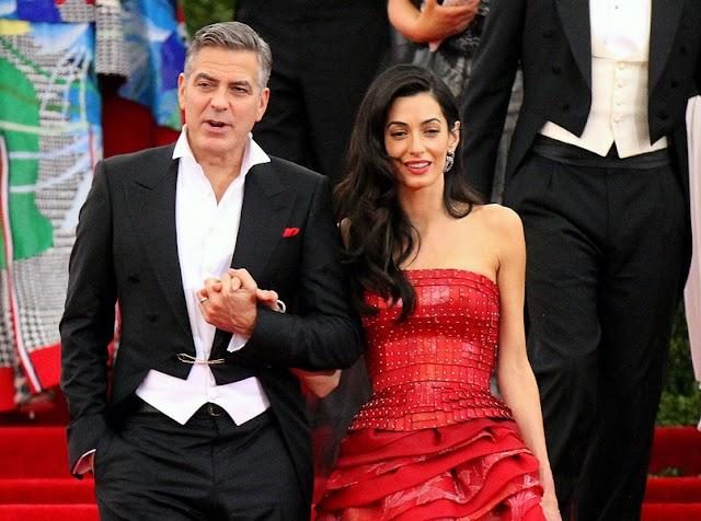 Nem semmi! Így utaznak George és Amal Clooney ikrei