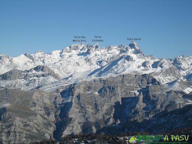 Vista de Picos de Europa desde la cima del Recuencu