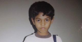 Ο γιος της εξαφανίστηκε όταν ήταν τεσσάρων ετών. 25 χρόνια αργότερα ένας άντρας εμφανίζεται στην πόρτα της…
