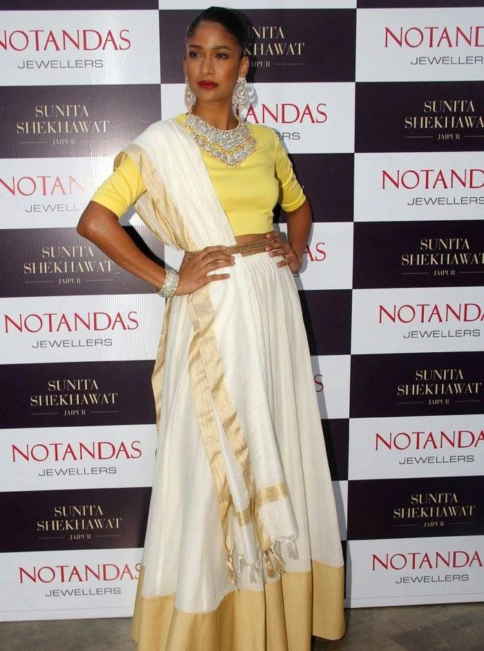 Carol Gracias, Karisma Kapoor at Sunita Shekhawat Jewellery Launch