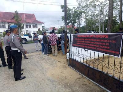 Puluhan Warga Medan Sri Rambahan Tebo Datangi Kantor Inspektorat