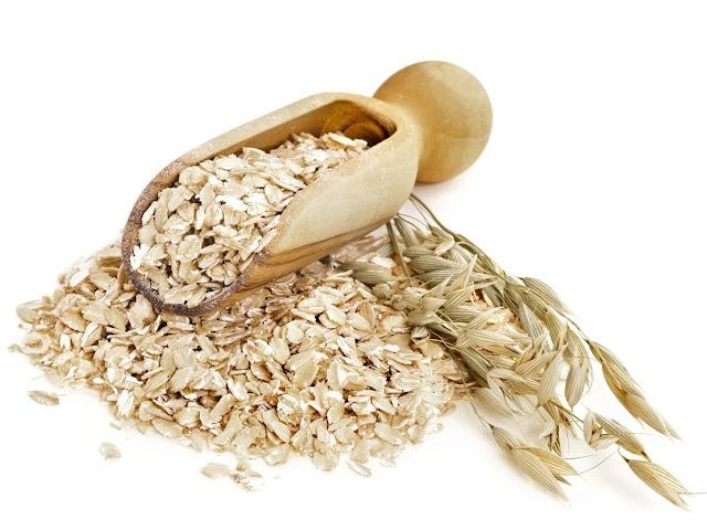 Oatmeal merupakan materi masakan yang terbuat dari olahan gandum 30 Khasiat dan Manfaat Oatmeal Bagi Kesehatan dan Kecantikan Yang Harus Kalian Ketahui