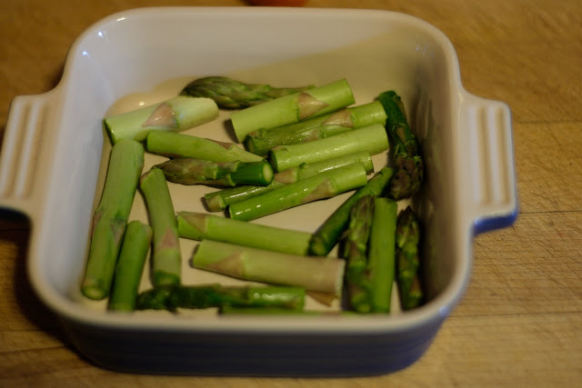 Asparagus in the baking dish.