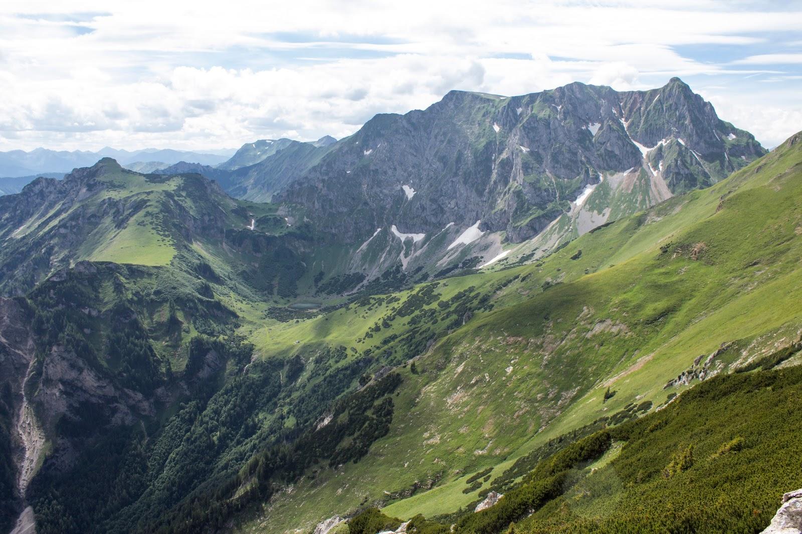 Zweitätige Rundwanderung von der Hirnalm über den Grete Klinger Steig zum Reichenstein und über Krumpenhals und Krumpensee wieder zurück zur Hirnalm - Blick auf Reichenstein