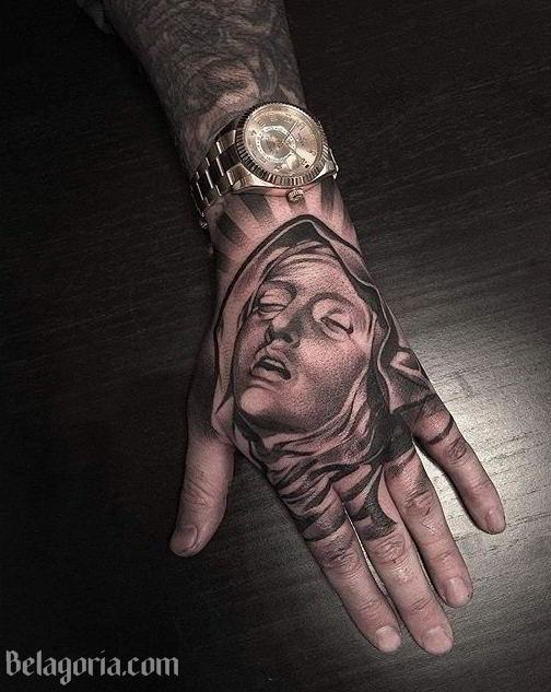 Tatuaje De La Virgen María en la Mano