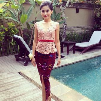 Model Kebaya Bali Brokat Lengan Pendek