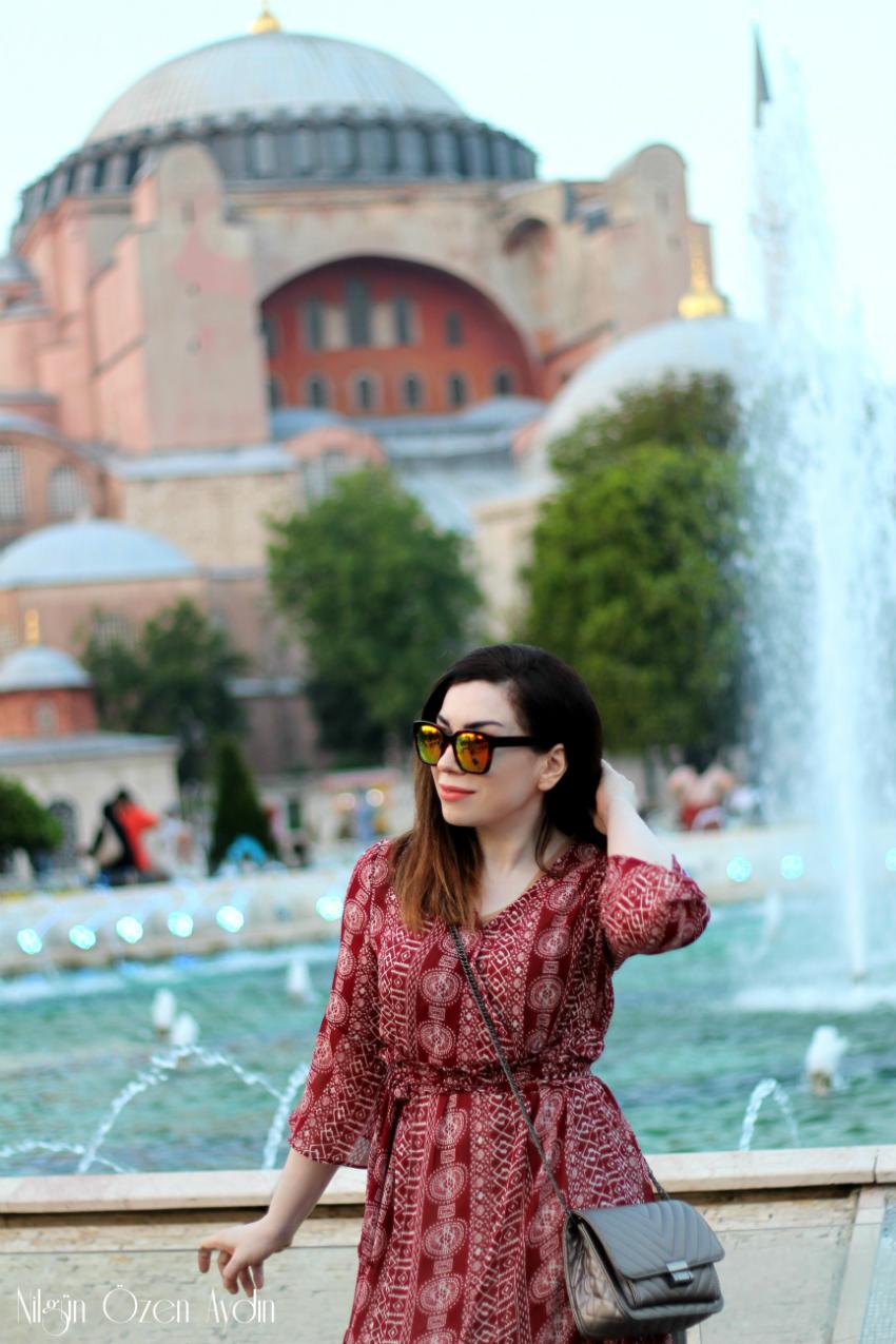 Etnik Desenli Elbise ile İstanbul