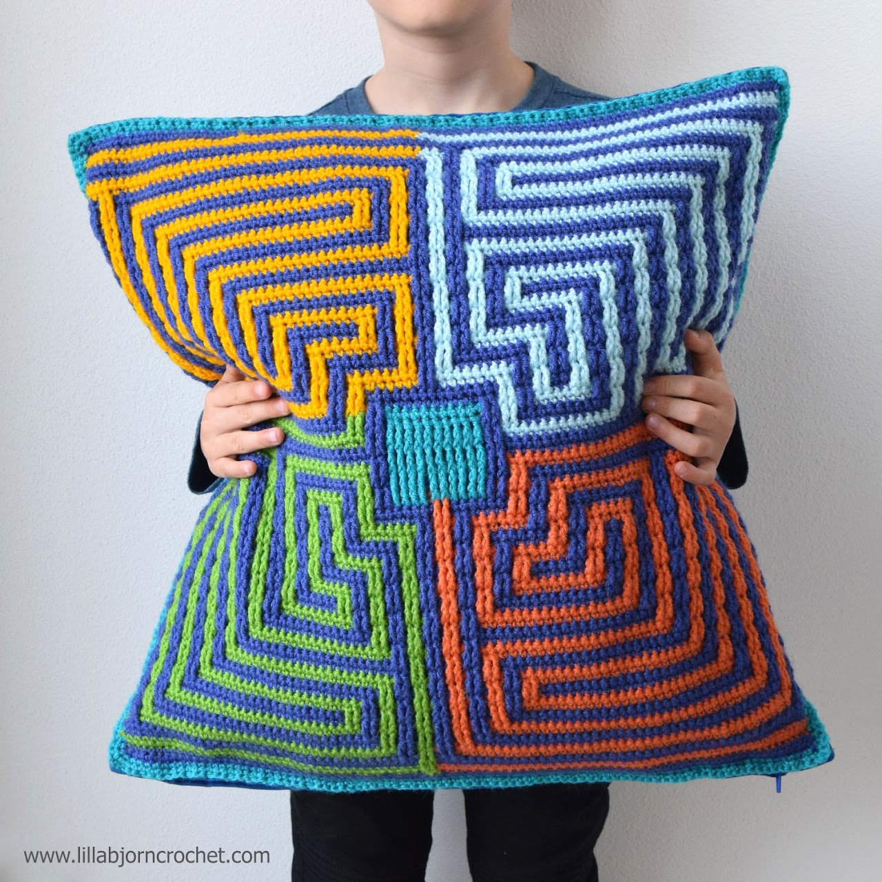 Roman Labyrinth pattern is written for both a rug and a pillow. Overlay crochet design by www.lillabjorncrochet.com