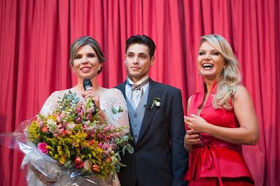 O casal com Eliana (Crédito: Gabriel Gabe/SBT)