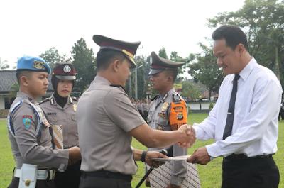 Polres Lampung Timur Beri Penghargaan Anggota Berprestasi