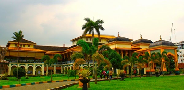Keindahan Istana Maimoon Medan