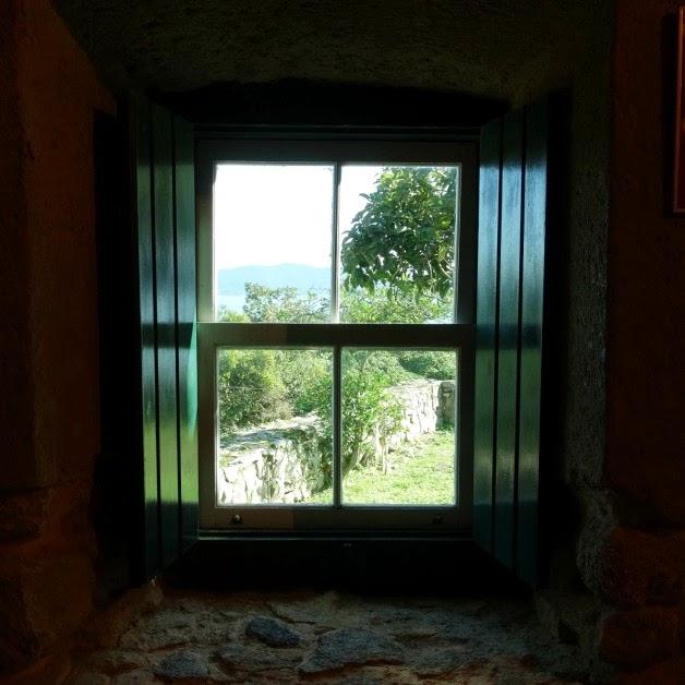 Vista de janela do Quartel da Tropa, Fortaleza da Ponta Grossa, Florianópolis