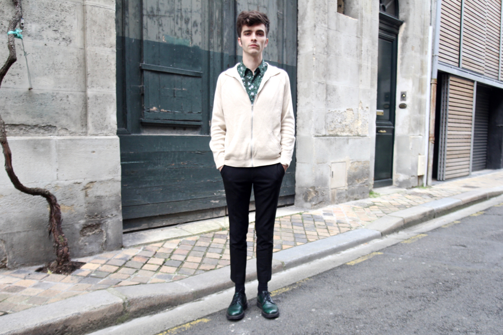 Blog_homme_mode-style-voyage_cardigan-écru-asos-dries-van-noten-pantalon-pince-court-corsaire-bordeaux-vert-church's-shirt-vegetal-natural-imprimé
