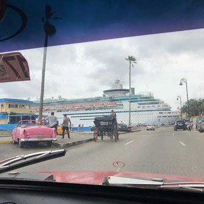 La Habana. Crucero atracado