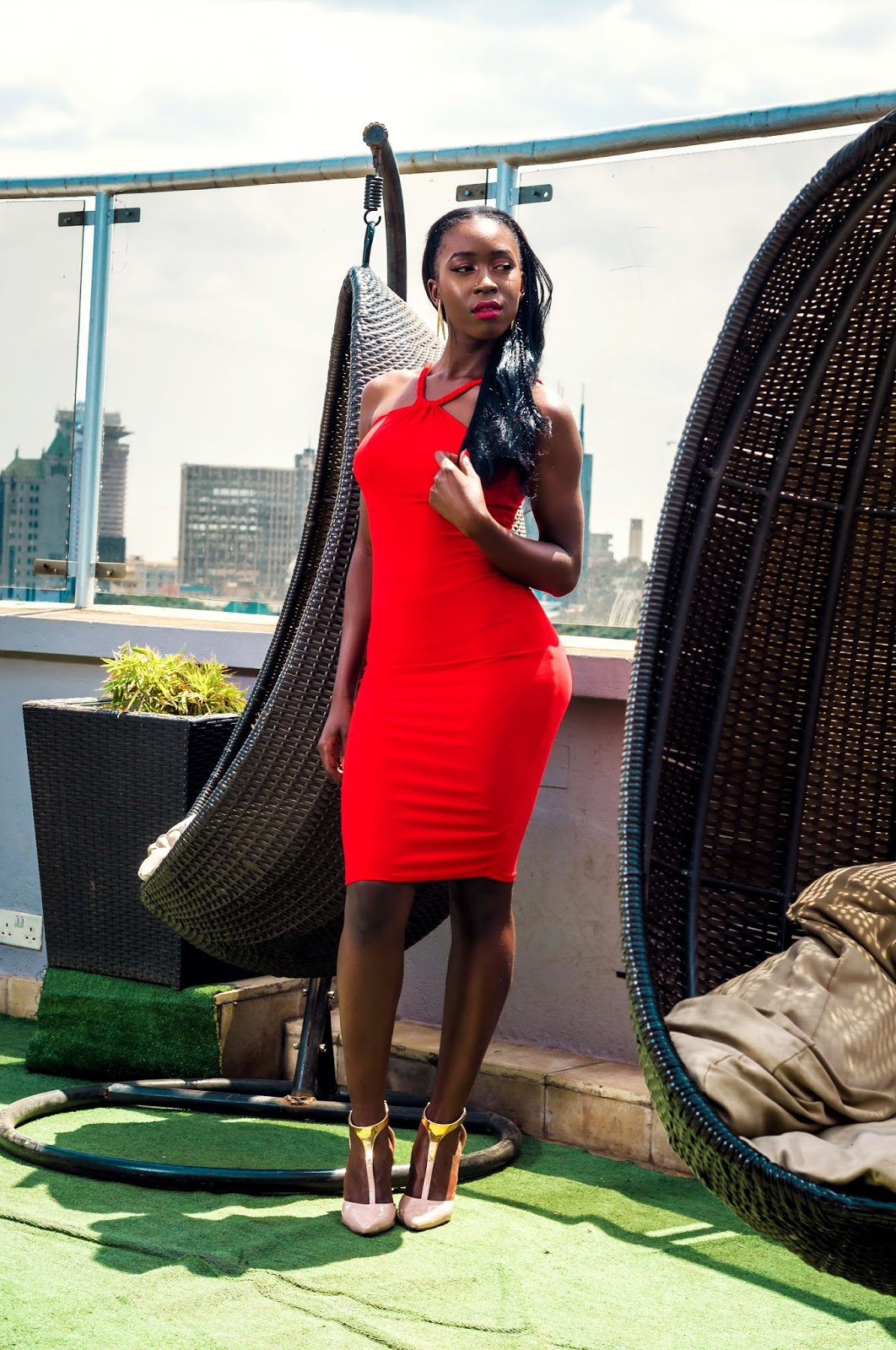 bodycon dress, elegant red dress, red dress, valentines outfit ideas, what to wear for valentines, how to wear a bodycon dress, style with Ezil, Kenyan fashion Blogger, Ezil