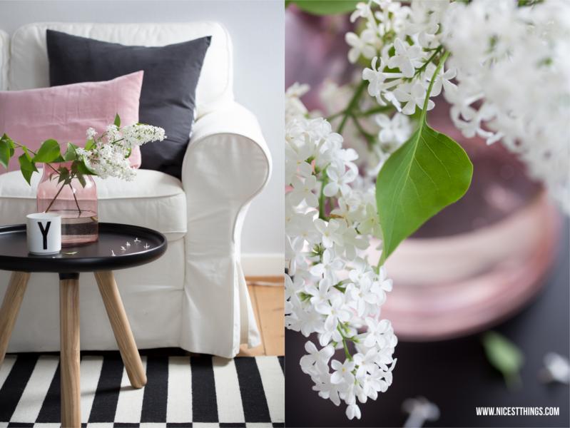 Frühlingsdeko Ideen Wohnzimmer Rosa Flieder Blumen in rosa Glasvase Fotografie