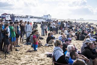 9 Crowd quiksilver pro france 2016 foto WSL Poullenot Aquashot