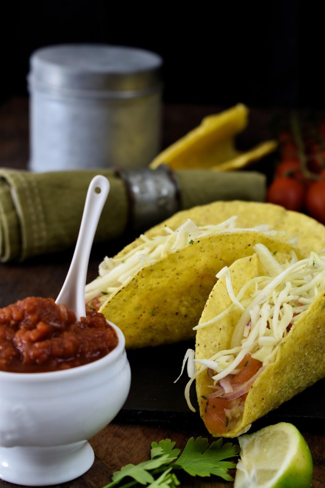 Tacos di merluzzo marinato con salsa pico de gallo