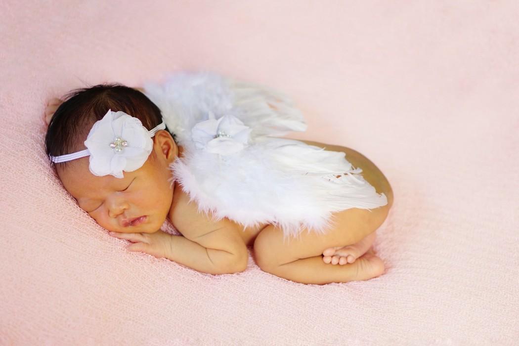 Fotografi bayi baru lahir adalah sesuatu yang mengagumkan proses saat memotretnya pun menyenangkan soalnya bayi itu selalu bikin gemes