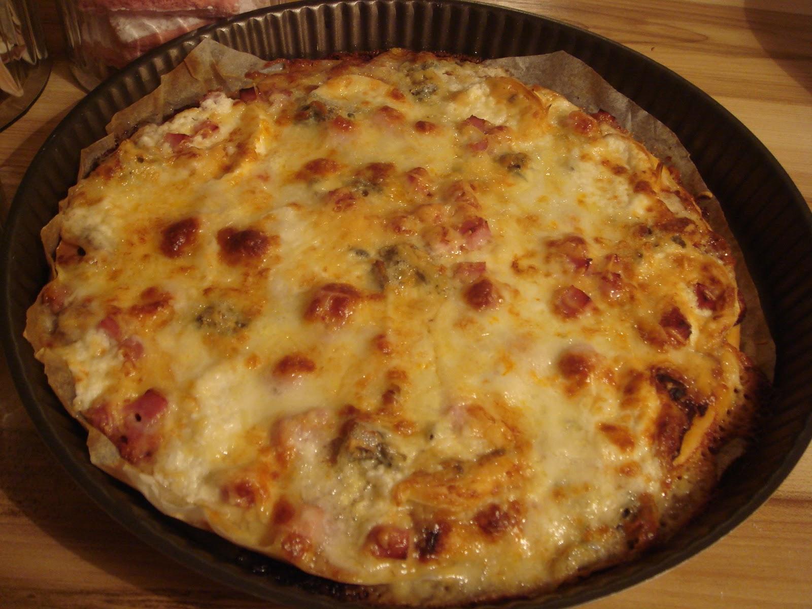 les recettes d 39 emilie pizza aux 4 fromages. Black Bedroom Furniture Sets. Home Design Ideas
