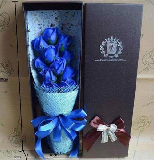 Hộp quà tặng hoa hồng sáp màu xanh