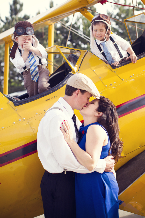 Family+portraits+maternity+engagement+photo+shoot+rockabilly+session+retro+vintage+aerospace+flight+plane+fly+Melissa+McFadden+Photogrpahy+The+Frosted+Petticoat+2 - Come fly with me!