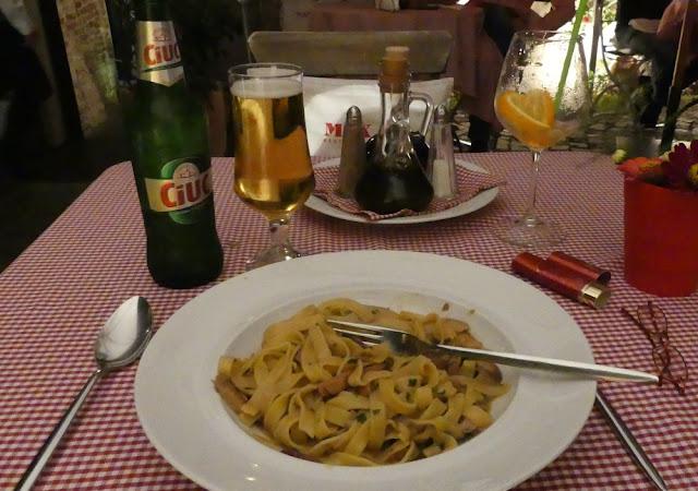 Max Restaurant, Sibiu - Tagliatelle fatte in casa con funghi porcini e speck mit Bier