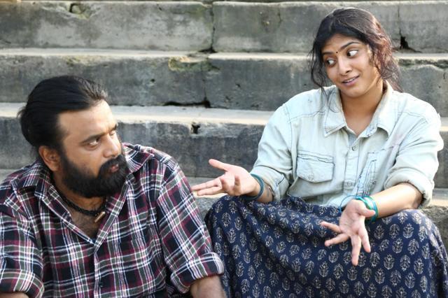Aattakkaari Maman Ponnu-Thaarai Thappattai