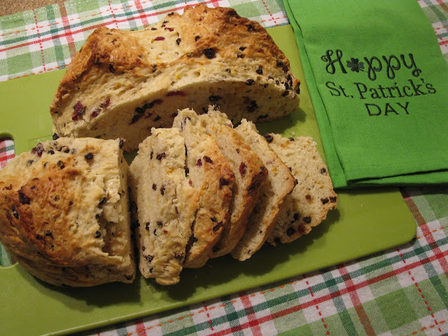 Irish soda fruit bread
