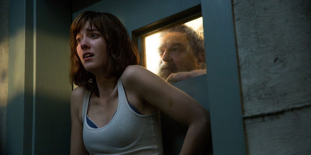 Mary Elizabeth Winstead e John Goodman em RUA CLOVERFIELD, 10 (10 Cloverfield Lane)