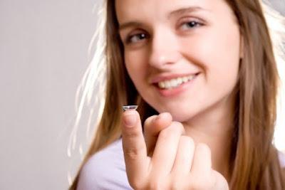Cara menggunakan lensa kontak - contact lens yang benar