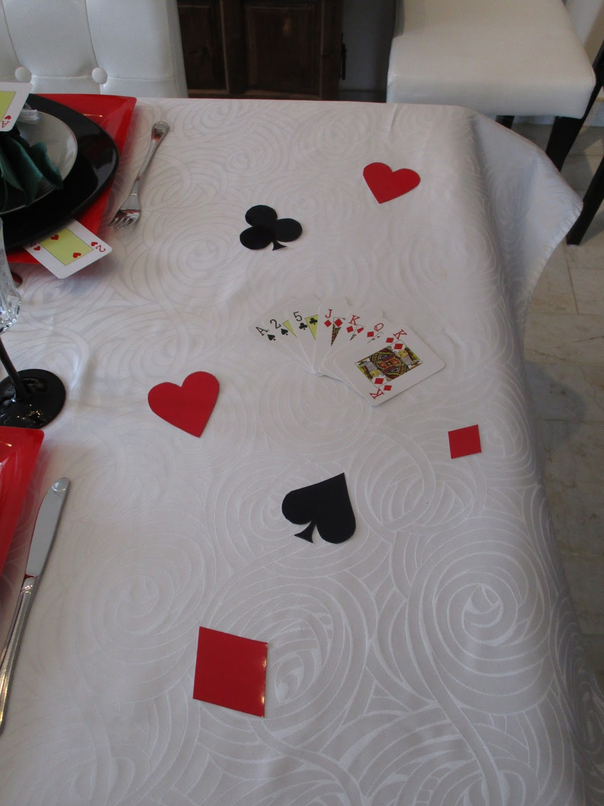 d co de table sur le th me jeux de cartes d co de table th mes. Black Bedroom Furniture Sets. Home Design Ideas