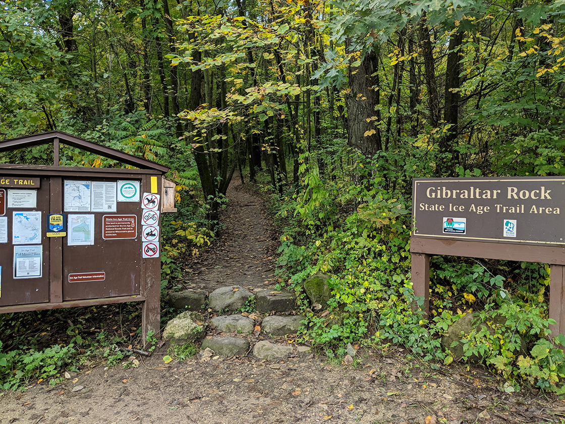 entry point trailhead from main parking lot for trail to top of cliff