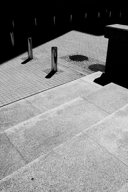 2 etiudy rytmiczne - album fotografii koncepcyjnej. Fotografia odklejona - kompozycja suprematyczna. Abstrakcja. fot. Łukasz Cyrus