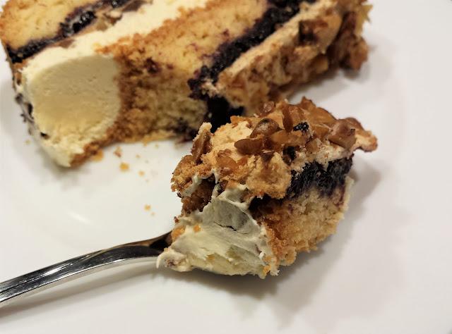 ciasto z bezą i orzechami