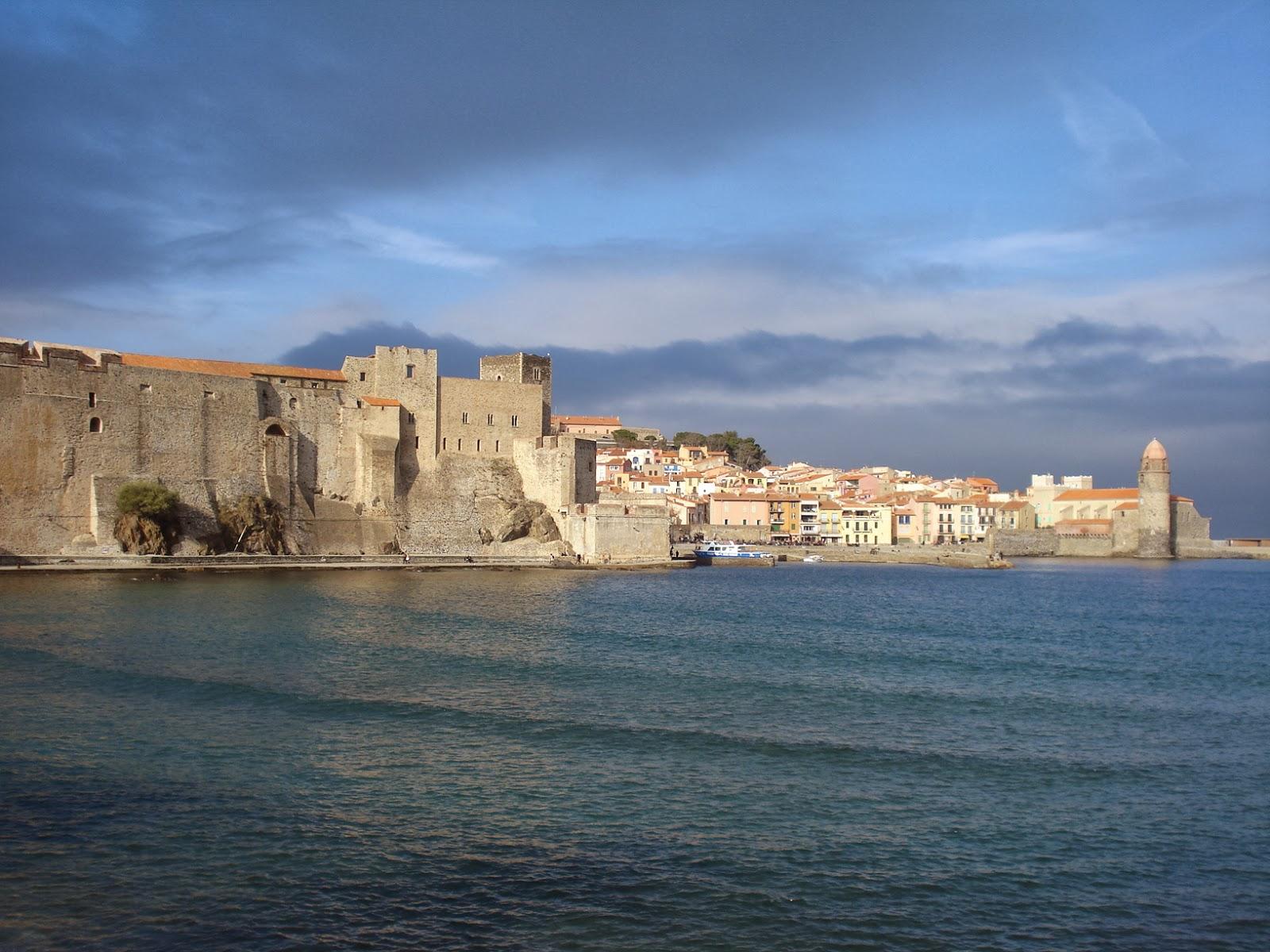 Vista del Castillo Real y la bahía de Colliure