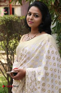 Actress Divya Pictures in Saree at Meendum Oru Kadhal Kathai Movie Press Meet 0007