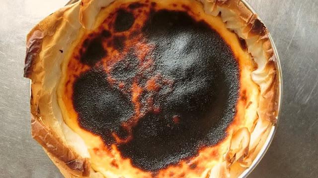 チーズケーキの粗熱をとる