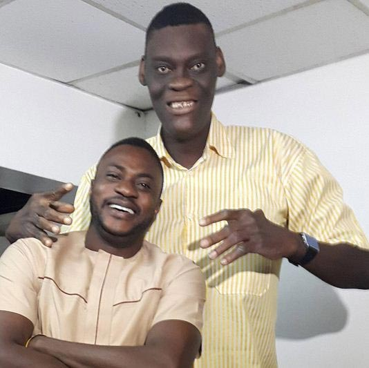 "Yoruba movie actor Kola Odunlade meets ""tallest man in Lagos"""