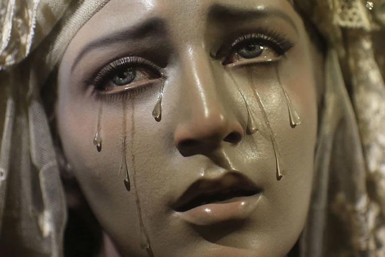 El espejo g tico el demonio que hace llorar a la virgen mar a for Espejo que no invierte la imagen