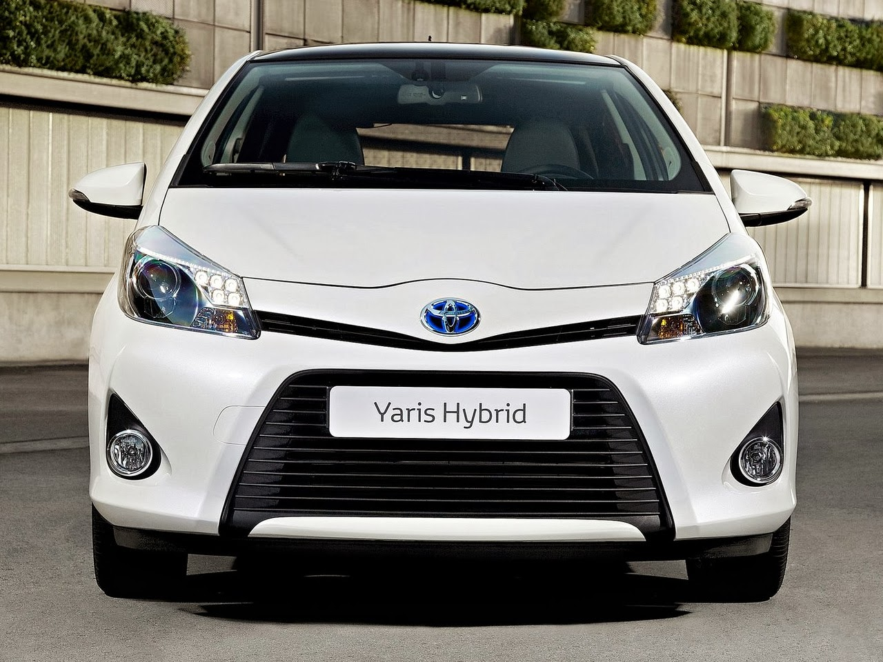 sport cars design new toyota yaris modern in style and technology. Black Bedroom Furniture Sets. Home Design Ideas